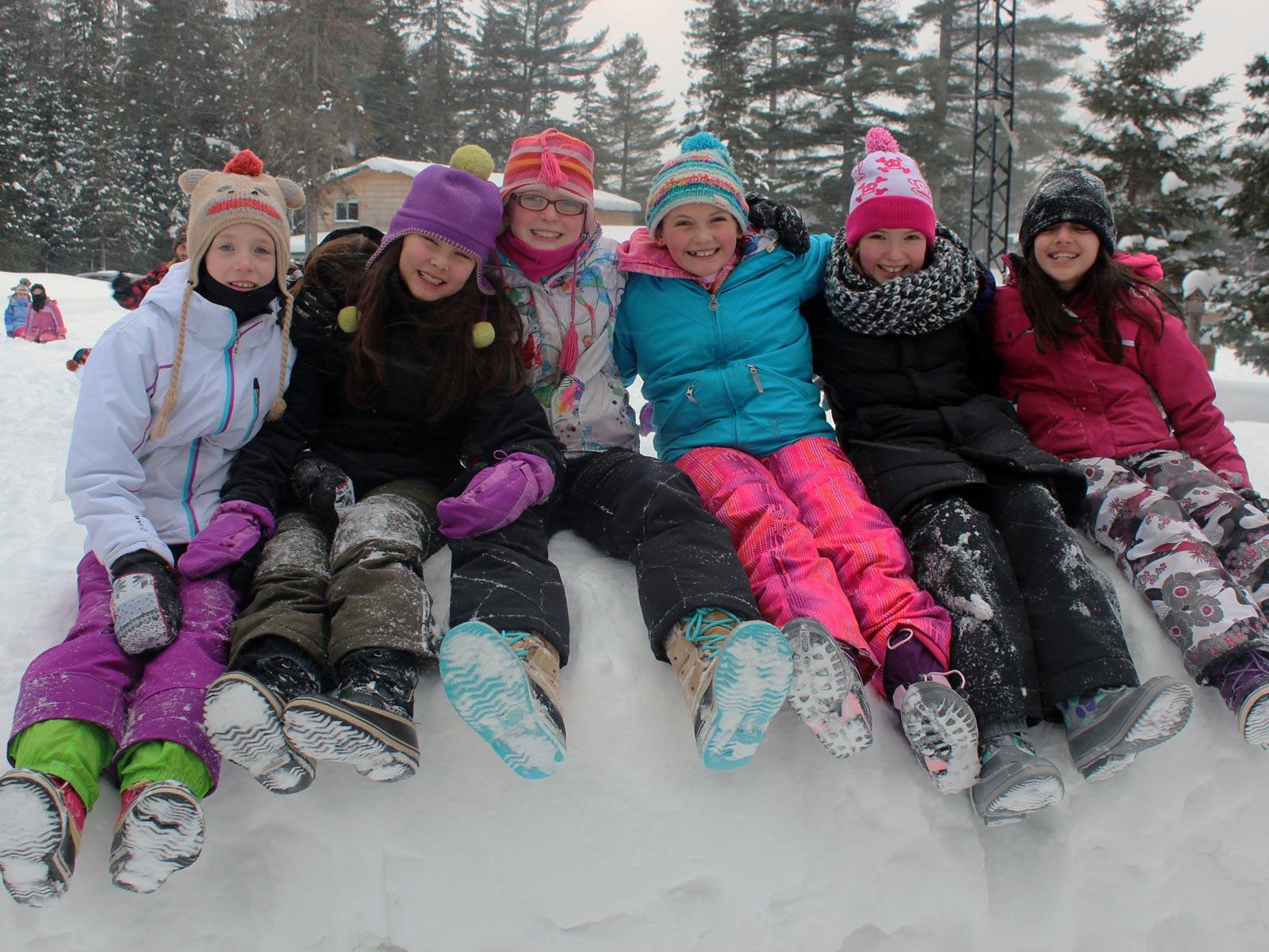 school-winter-team-building